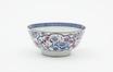 Bol en porcelaine au décor de fleurs polychromes<br>