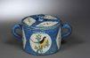 Beurrier fond bleu fouetté à décor d'un oiseau et des fleurettes dans les réserves<br>Artoisenet, Jacques