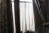 Voilage du bas de la fenêtre (droite)© Maison Autrique