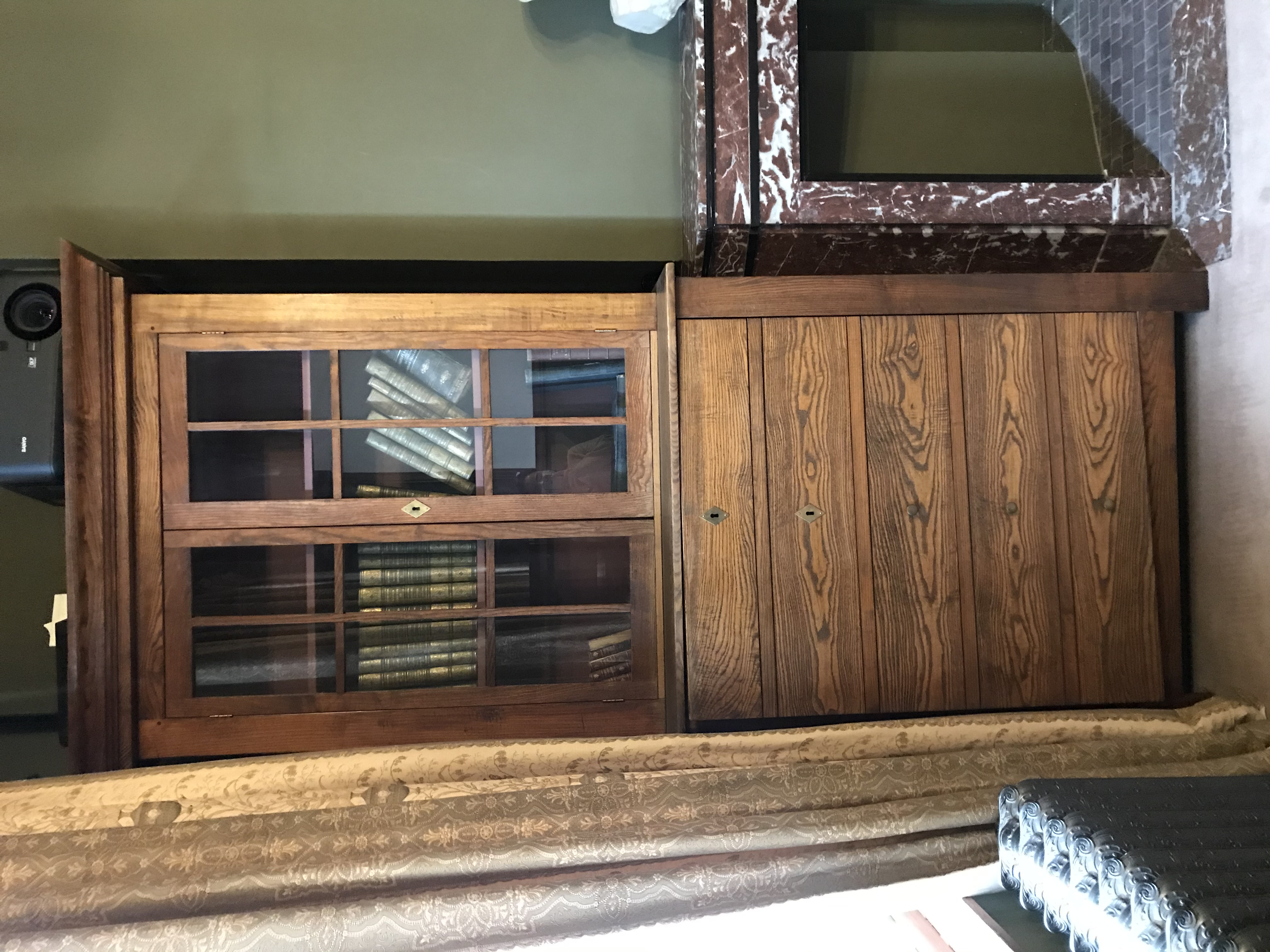 Bibliothèque en bois© Maison Autrique