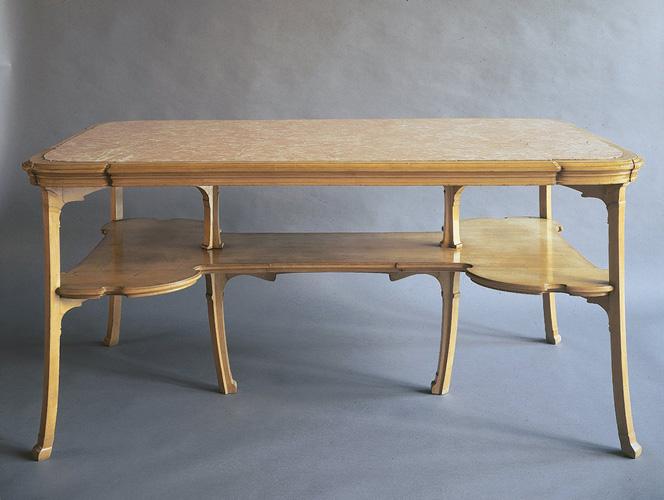 Table Aubecq© B. Piazza. Région Bruxelles-Capitale, dation d'Anne-Marie et Roland Gillion Crowet, 2006. En dépôt aux MRBAB, 2010